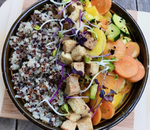Bunte Quinoa mit Ingwertofu